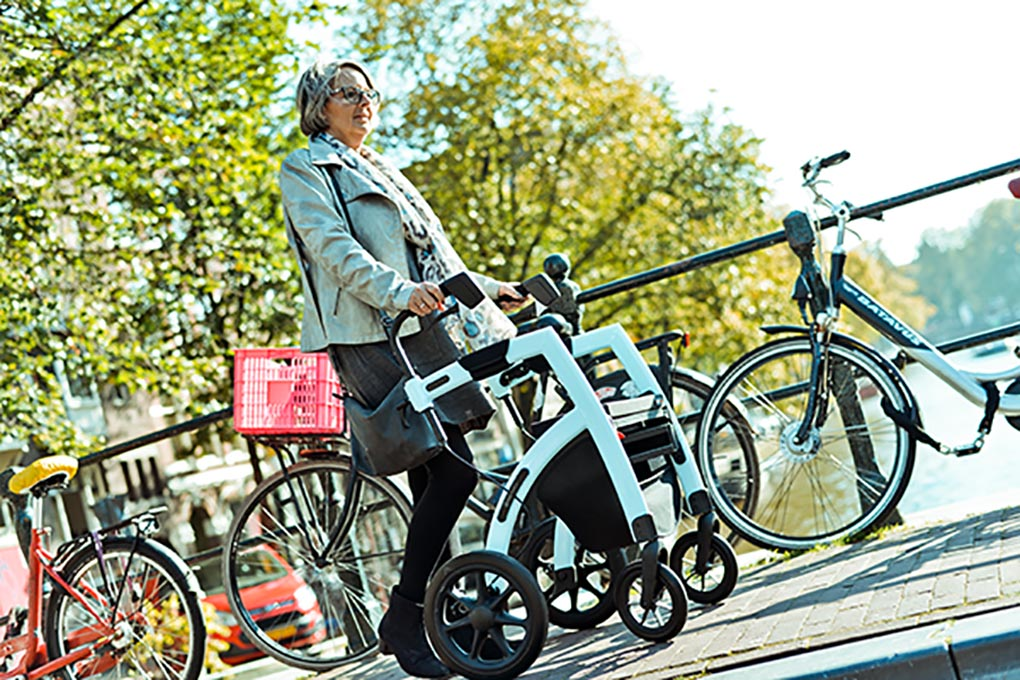 Rollz Motion, de unieke rollator en rolstoel in één in Amsterdam