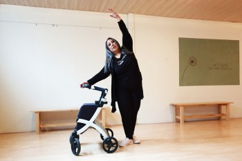 Woman dancing with a Rollz Flex rollator in her studio